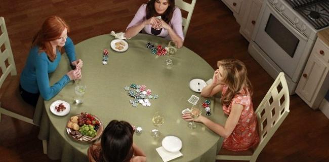 Escenas de Poker en Mujeres desesperadas: Secretos en la mesa de poker