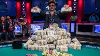 Qui Nguyen, con su premio de ocho millones
