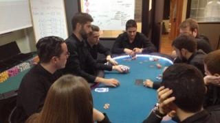 En Cerus Academy, los alumnos aprenden los secretos del poker