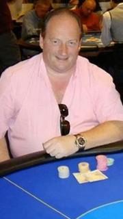 Nigel Goldman durante una partida de poker