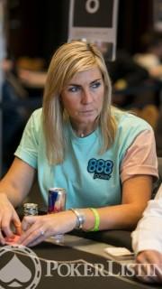 Jackie Glazier participa en los torneos con el emblema de 888poker