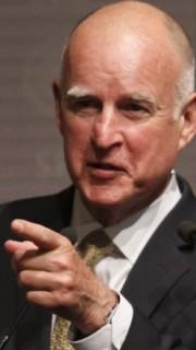 Jerry Brown, Gobernador de California, pendiente de la ley del juego online