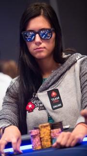 Liliya Novikova disputando un torneo con el Team Pro PokerStars
