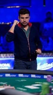 Dorián Ríos celebra una mano ganadora