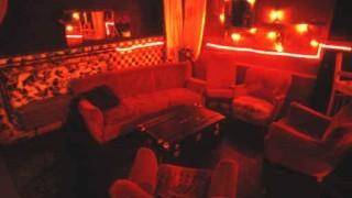 El salón de casa es el mejor sitio para el Strip Poker