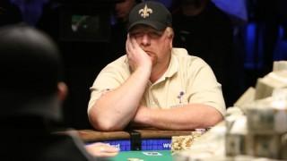 Darvin Moon pensativo durante el Main Event de las WSOP