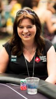 Adrienne Rowsome siempre esboza una sonrisa sobre el field de los torneos