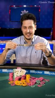 Adrián Mateos, con su tercer brazalete