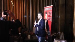 Chris Moorman en el momento de la presentación