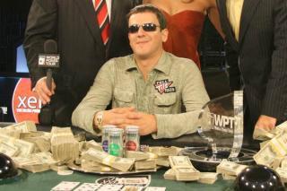 Juan Carlos Mortensen, tras su victoria en 2001 en las WSOP