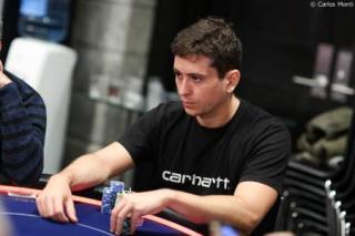Jonathan Concepción, jugando un torneo de poker