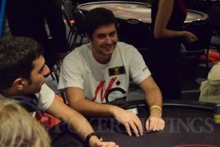Ignacio Molina se divierte en poker en vivo