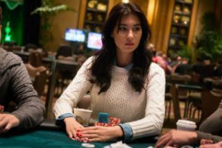 Safiya Umerova, en la mesa de poker