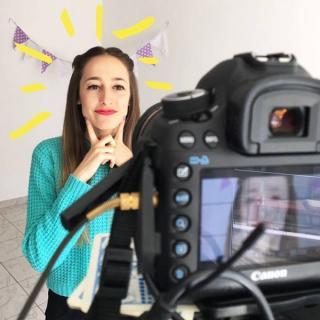 Pamsi se ayuda de su pareja para producir sus vídeos