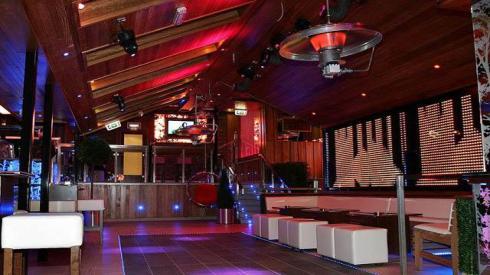 El Krystel Pub es el lugar donde debes ir si quieres sentirte como un VIP