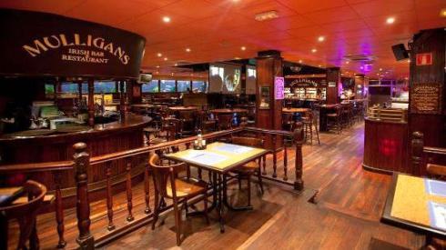 Pub Mulligan de Dublín, con su decoración victoriana