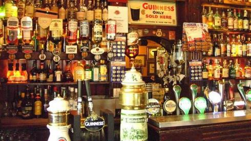 En el Temple Bar podrás elegir entre 450 variedades de whisky