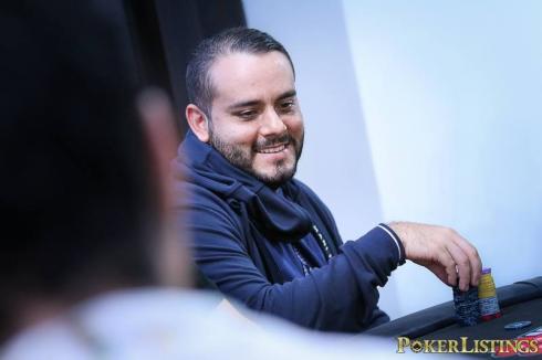 Gabriel Granados, sentado en el WC Mega Stack 2016