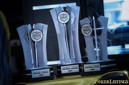 Los trofeos para los ganadores del Mega Stack