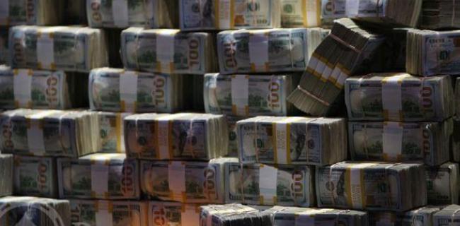 Compara las ganancias del poker con las del deporte, música o CEOs