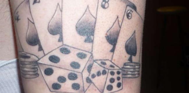 """Tatuajes de poker """"más que cuestionables"""""""